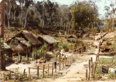 F01 81 9 2 Village